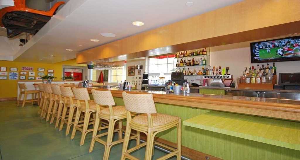 Best Western Plus Marina Gateway Hotel - Bar / Lounge