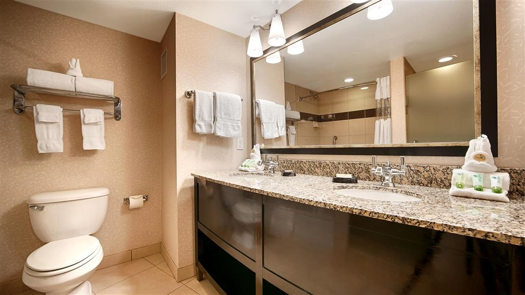 Best Western Plus Marina Gateway Hotel - Guest Bathroom