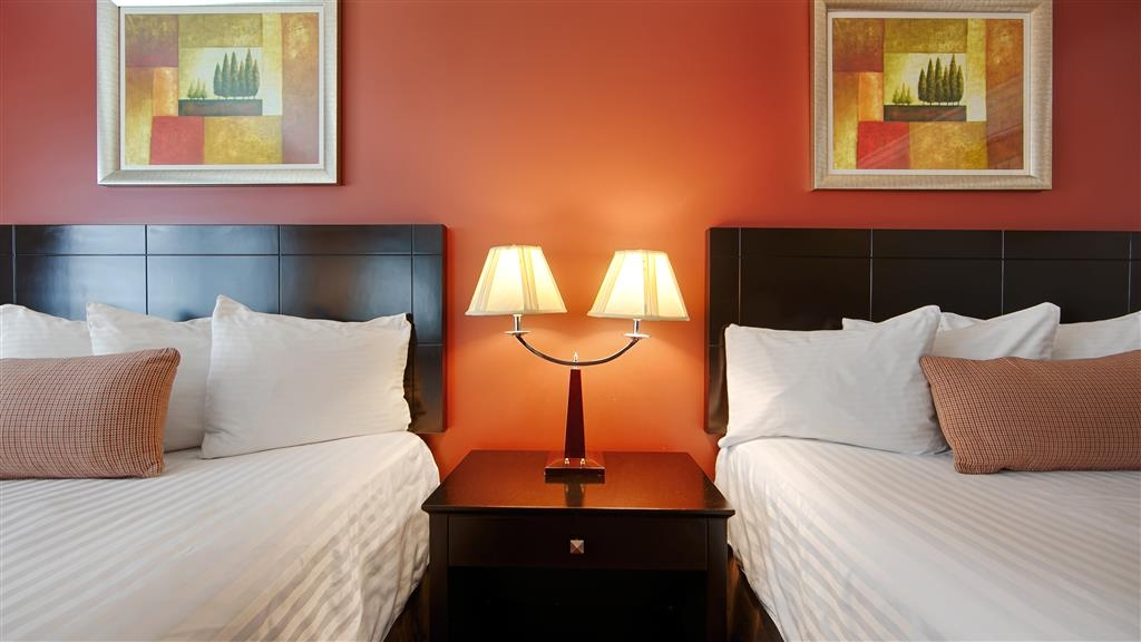 Best Western Burbank Airport Inn - This spacious guest room is perfect for a layover, extended stay or weekend getaway.