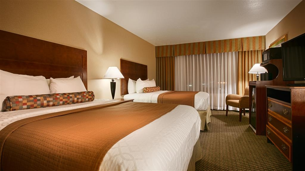 Best Western Plus Heritage Inn - Our 2 queen queen rooms offer a convenient place to relax after a busy day.