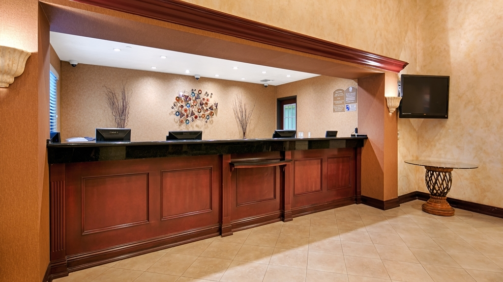 Best Western Plus Anaheim Orange County Hotel - Vista del vestíbulo