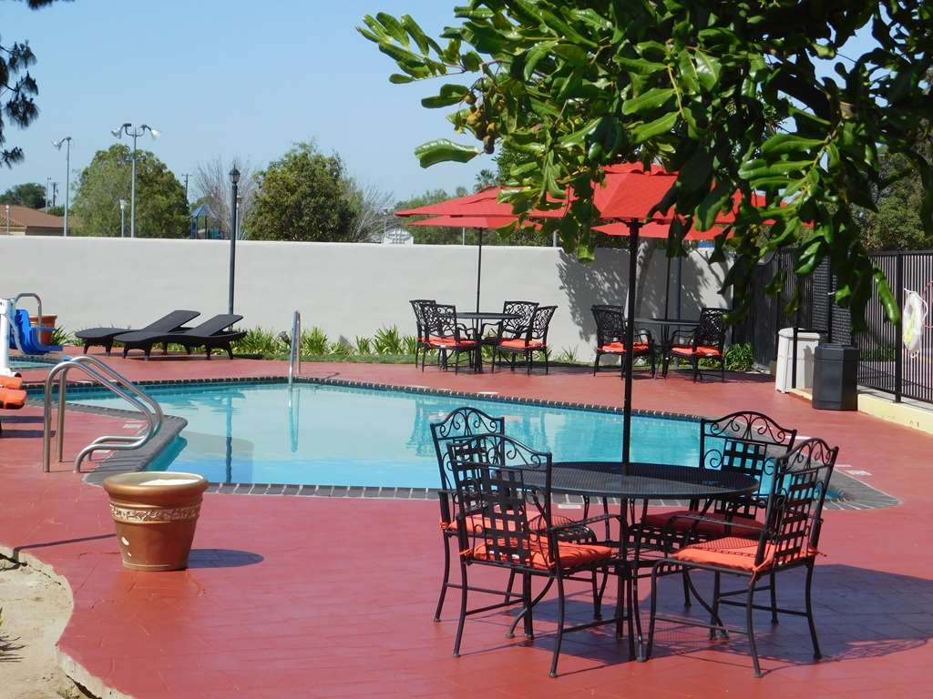 Best Western Plus Anaheim Orange County Hotel - Best Western PLUS Anaheim Orange County Hotel Pool area