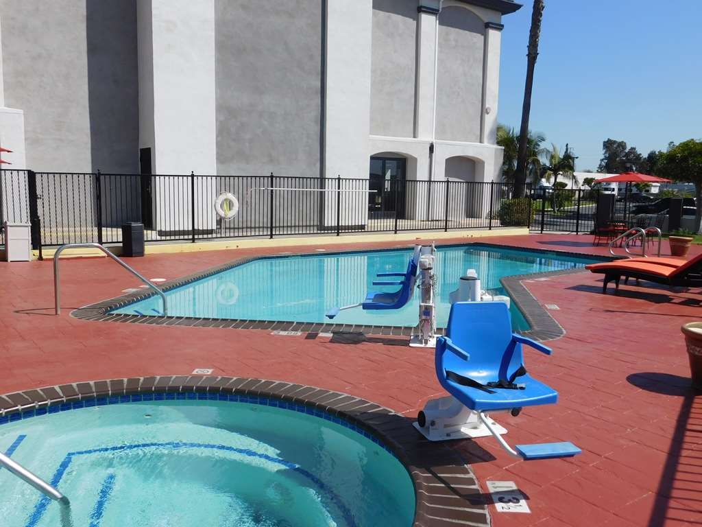 Best Western Plus Anaheim Orange County Hotel - Swimming Pool & Hot Tub