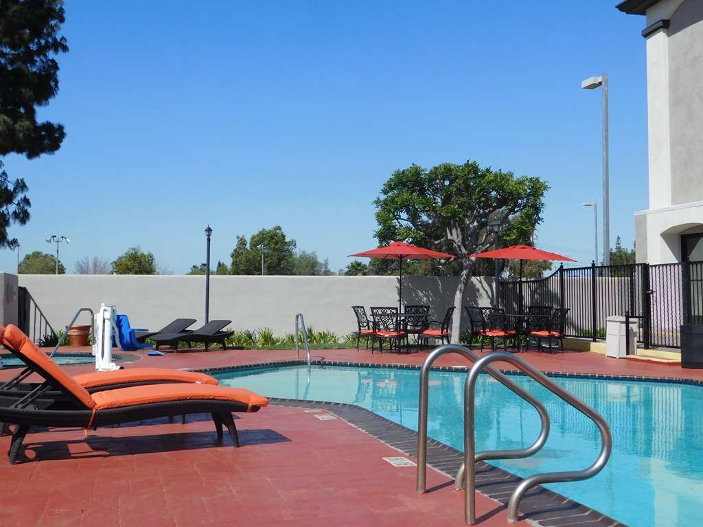 Best Western Plus Anaheim Orange County Hotel - Enjoy our Pool side seating area