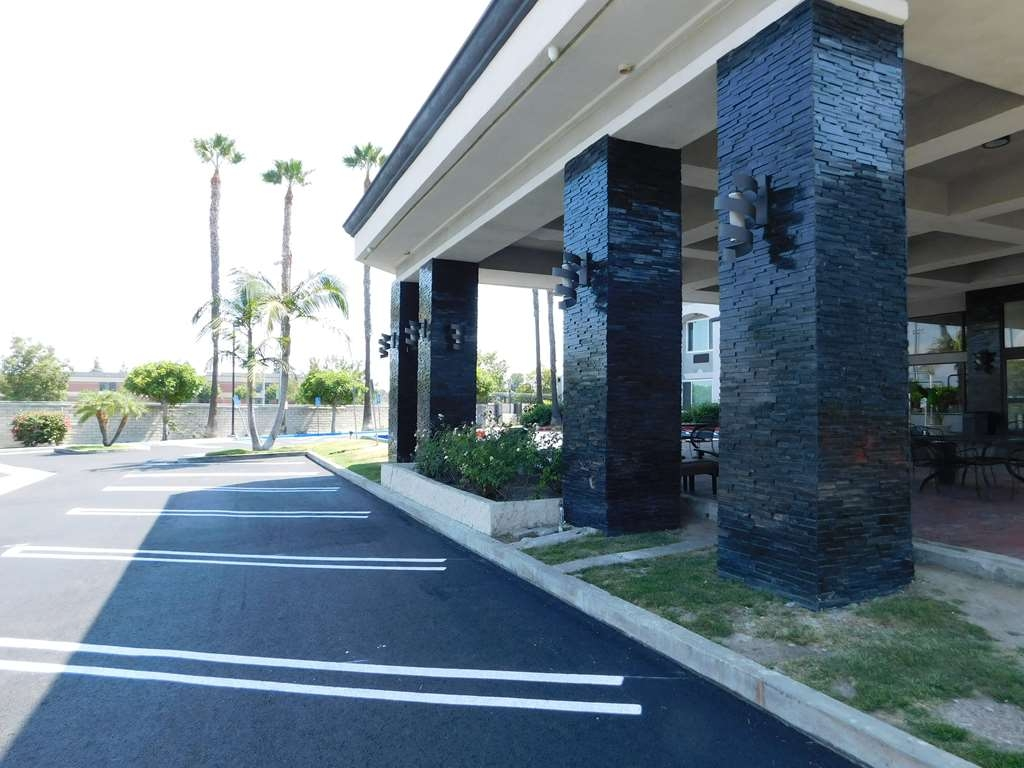 Best Western Plus Anaheim Orange County Hotel - Außenansicht