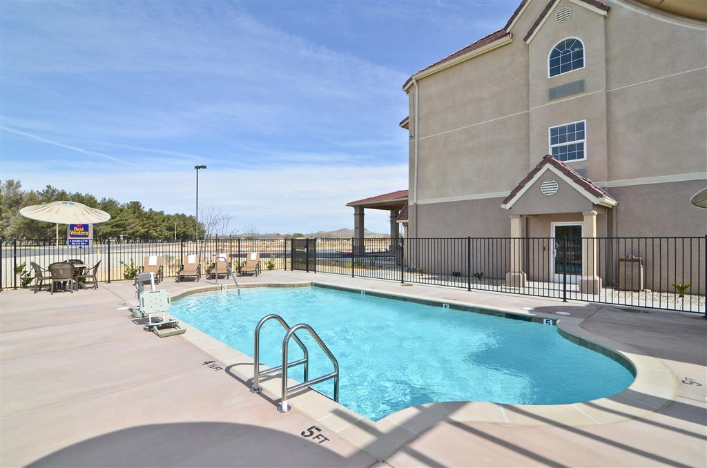 Best Western California City Inn & Suites - Vue de la piscine