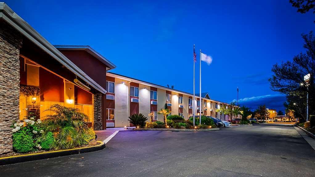 Best Western Plus Corning Inn - Aussenansicht