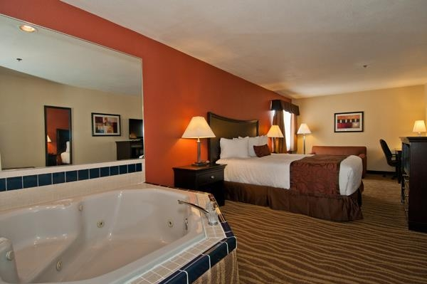 Best Western Plus Corning Inn - Suite mit Whirlpool