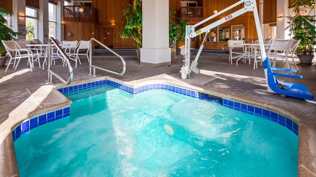 Best Western Plus Corning Inn - Poolansicht