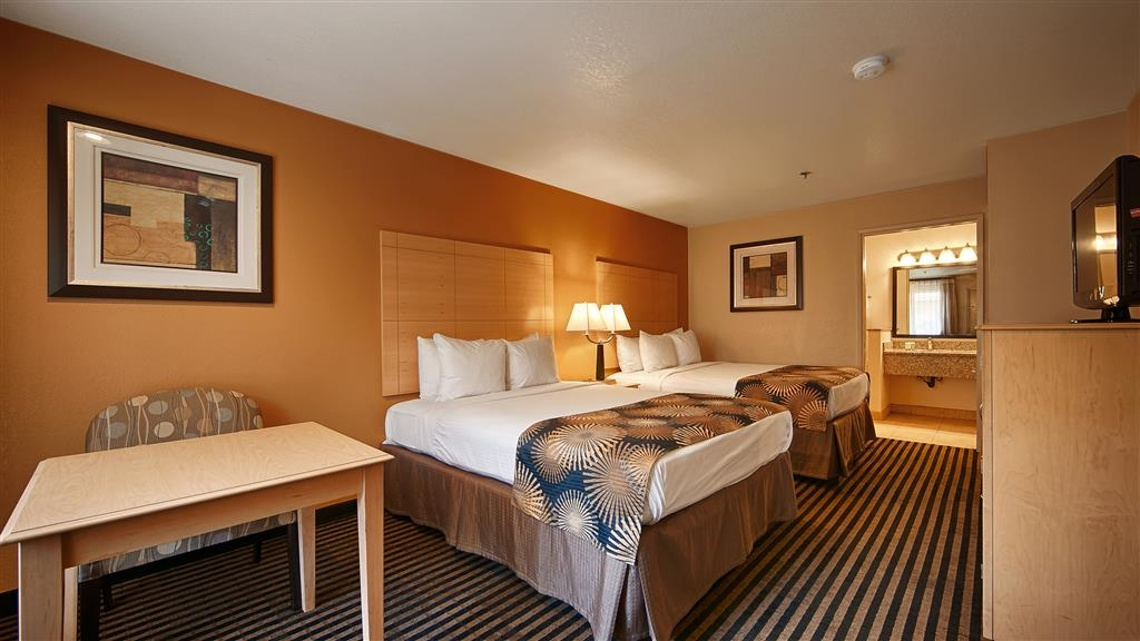Best Western Palm Court Inn - Our spacious two queen guest room has all the comforts of home at your fingertips.