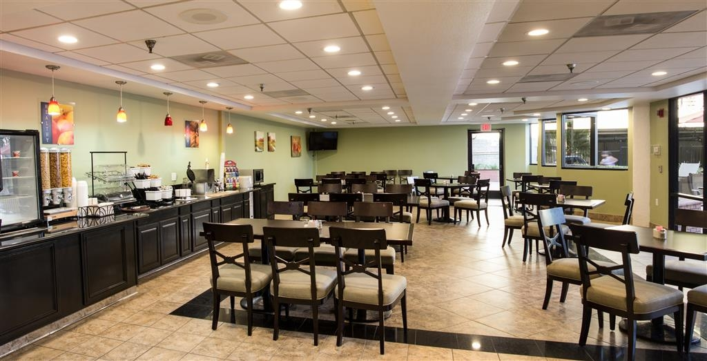 Best Western Plus Irvine Spectrum Hotel - Enjoy freshly cooked eggs in our cafe!