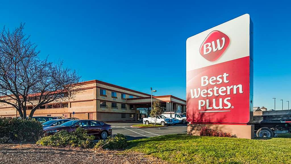 Best Western Plus Orchid Hotel & Suites - Aussenansicht