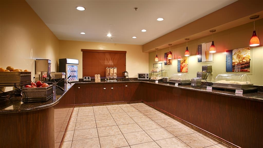 Best Western Plus Orchid Hotel & Suites - Kick-start your morning with a complimentary full hot breakfast with us.