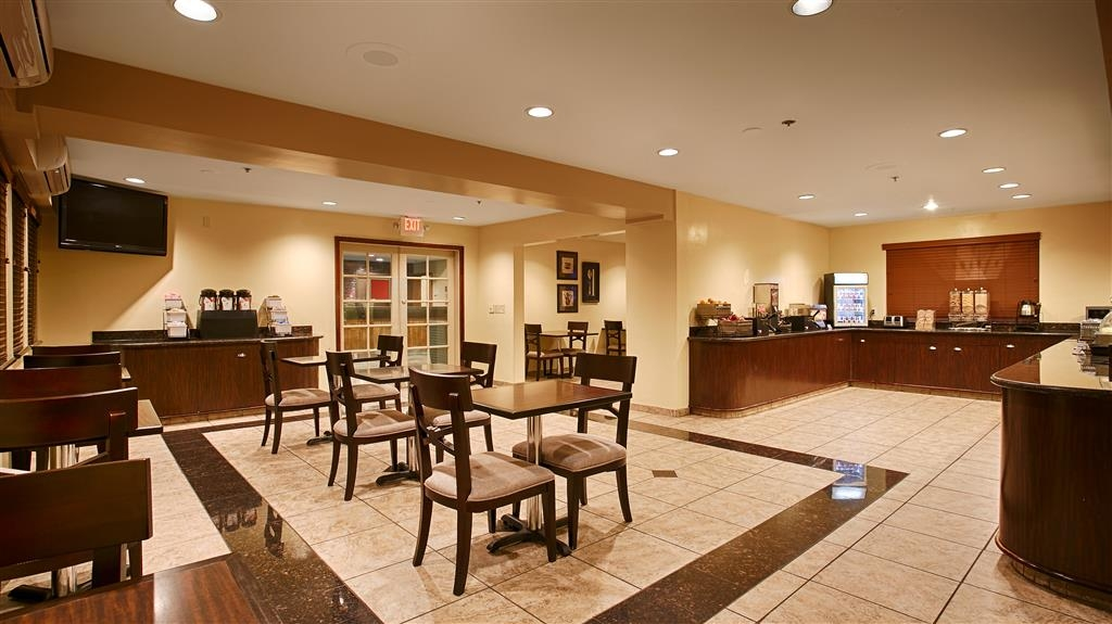 Best Western Plus Orchid Hotel & Suites - Catch the morning news while drinking a cup of hot coffee or tea.