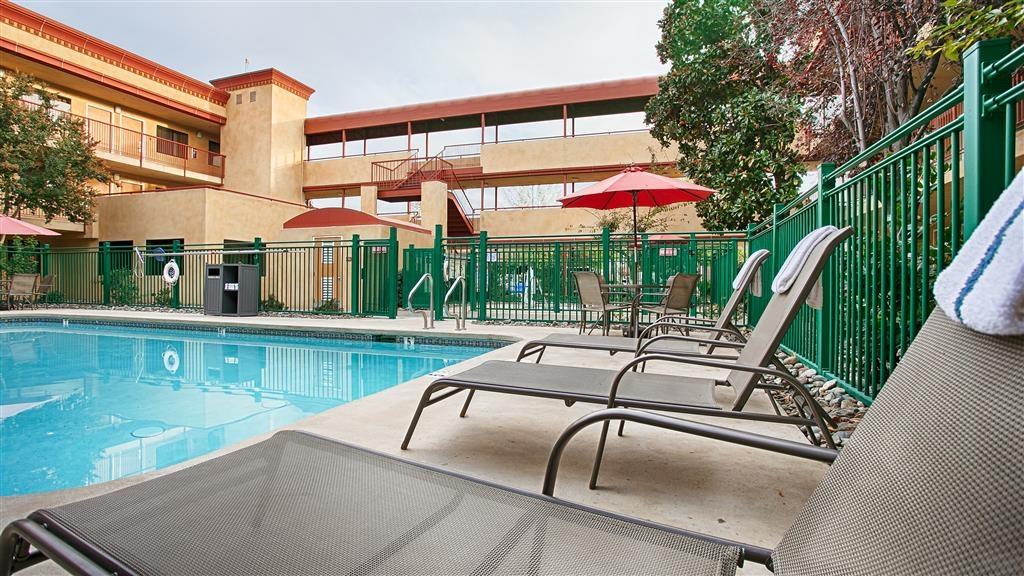 Best Western Plus Orchid Hotel & Suites - Vue de la piscine