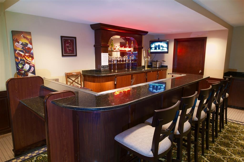 Best Western Plus Orchid Hotel & Suites - Bar / Lounge