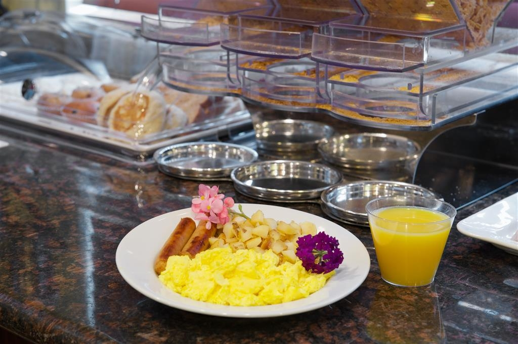 Best Western Plus Orchid Hotel & Suites - Choose from hot eggs, breakfast meats, breads, cereal, fruit and much more.