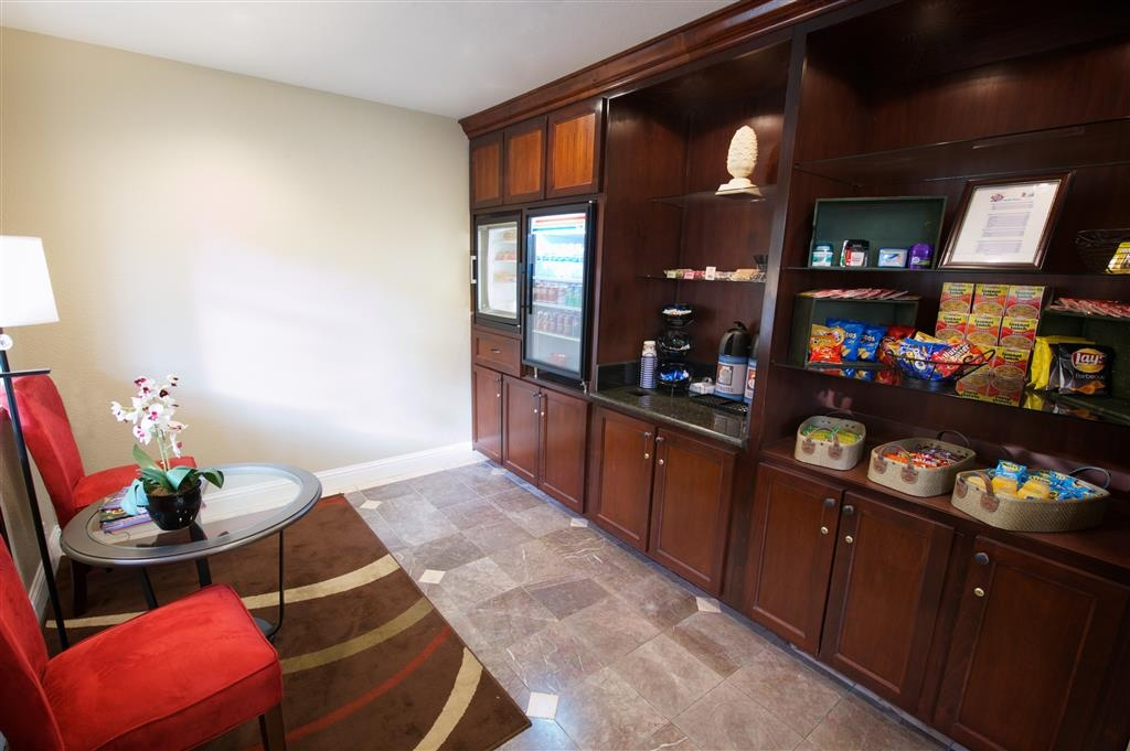 Best Western Plus Orchid Hotel & Suites - Craving something to eat or drink? Stop by our snack bar.