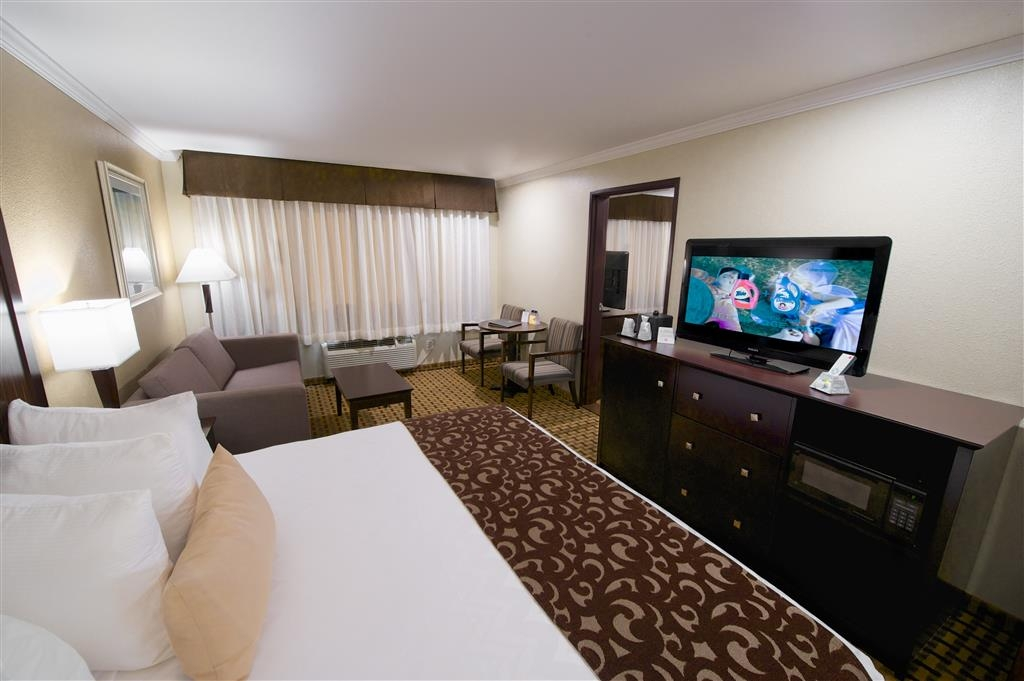 Best Western Plus Orchid Hotel & Suites - Our executive king suites features two king bed, two bathrooms and a spacious living area.