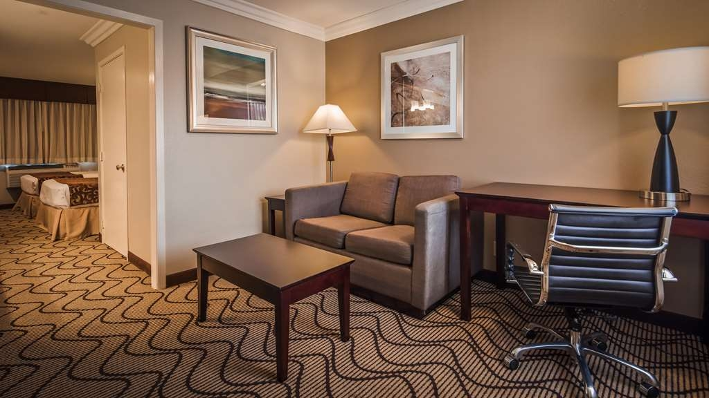 Best Western Plus Orchid Hotel & Suites - Two double beds Suite, sofa bed, semi private setting, two 40-inch LCD TVs, alarm clock radio, microwave, mini refrigerator.