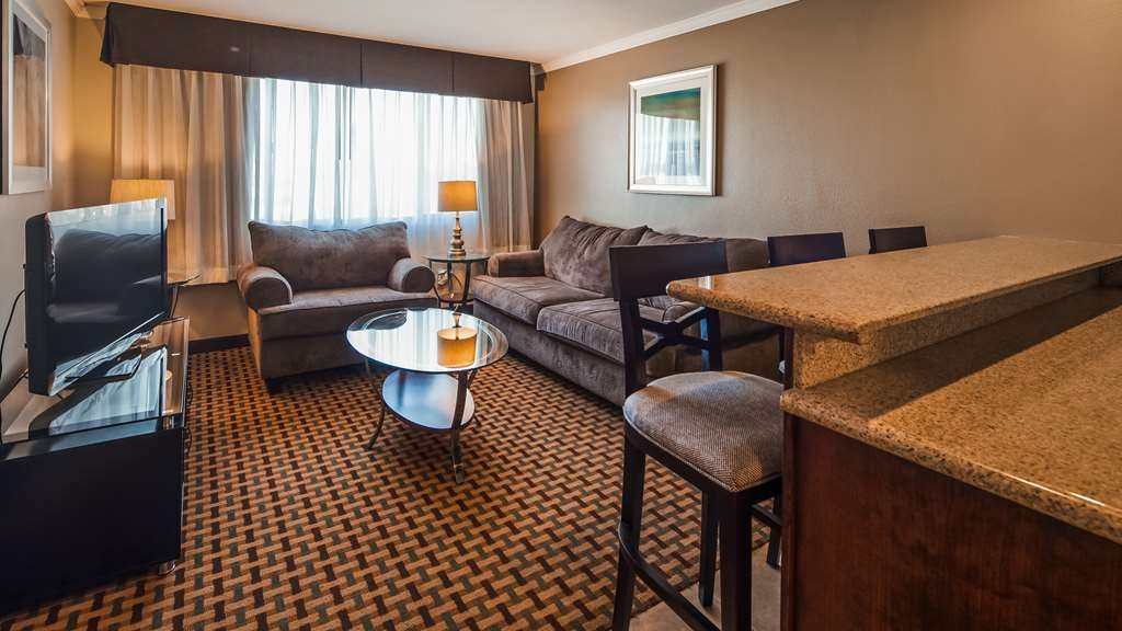 Best Western Plus Orchid Hotel & Suites - Our executive king suite offers two rooms, a dry bar, upscale furniture and jetted tub.