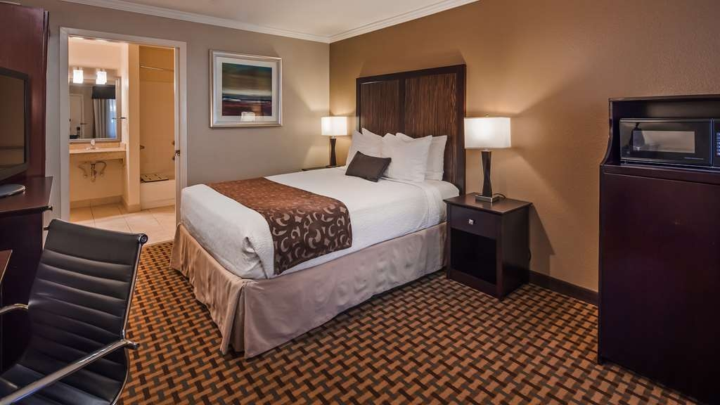 Best Western Plus Orchid Hotel & Suites - This queen mobility accessible guest room meets your every need.