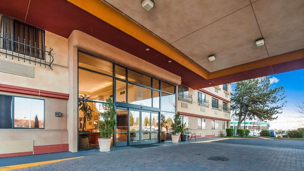 Best Western Plus Orchid Hotel & Suites - Facciata dell'albergo