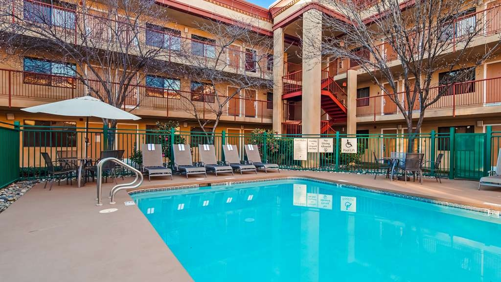 Best Western Plus Orchid Hotel & Suites - Piscina