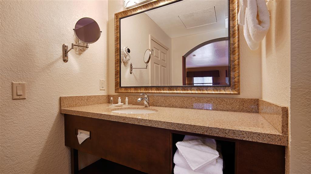 Best Western San Dimas Hotel & Suites - Gästebad