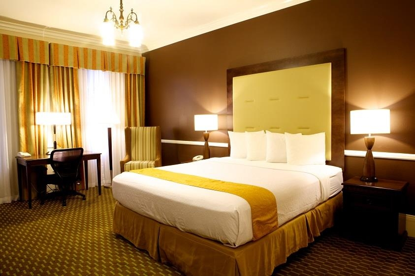 Best Western Plus San Pedro Hotel & Suites - Spend a relaxing night in our king guest room equipped with refrigerator, coffee maker and iron.