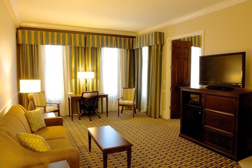 Best Western Plus San Pedro Hotel & Suites - Our king suite offers two rooms to unwind in, complimentary Wi-Fi and a work desk to get your work done.