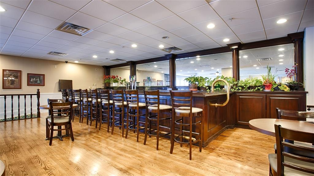 Best Western Plus San Pedro Hotel & Suites - Bar / Lounge