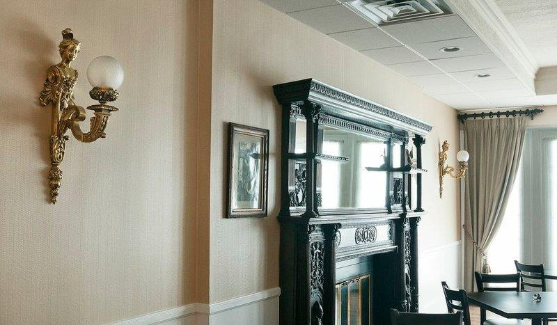 Best Western Plus San Pedro Hotel & Suites - Victorian Decor