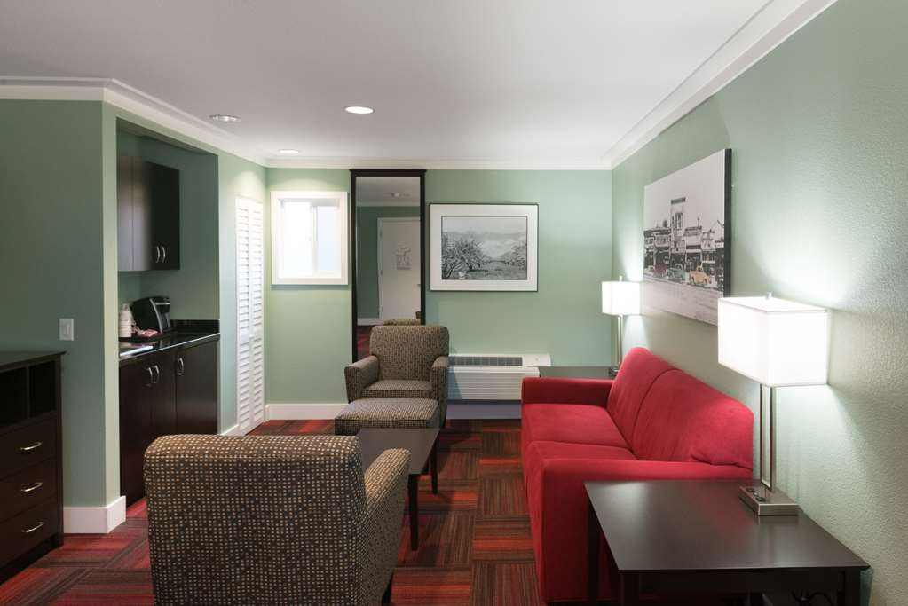 Best Western The Inn of Los Gatos - Use the separate living room in our King Suite for entertaining, and keep your sleeping area private