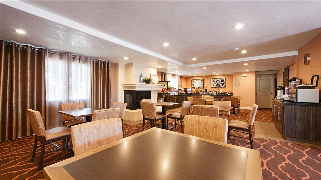 Best Western University Inn Santa Clara - Sit down and enjoy the morning news while sipping a delicious cup of coffee.