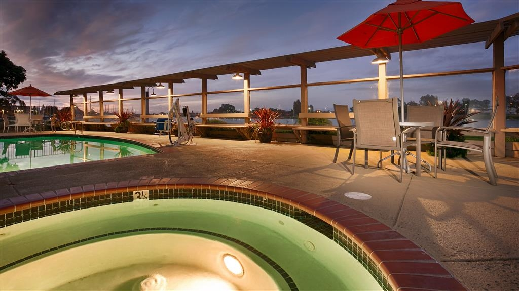 Best Western Plus Bayside Hotel - Enjoy the beautiful waterfront sunset from our outdoor pool area.