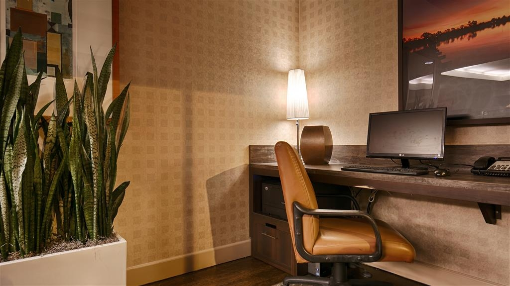 Best Western Plus Bayside Hotel - Keep connected to all of your loved ones in our business center.