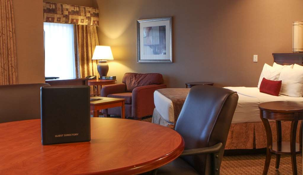 Best Western Plus Bayside Hotel - Single Queen Guest Room with Waterview