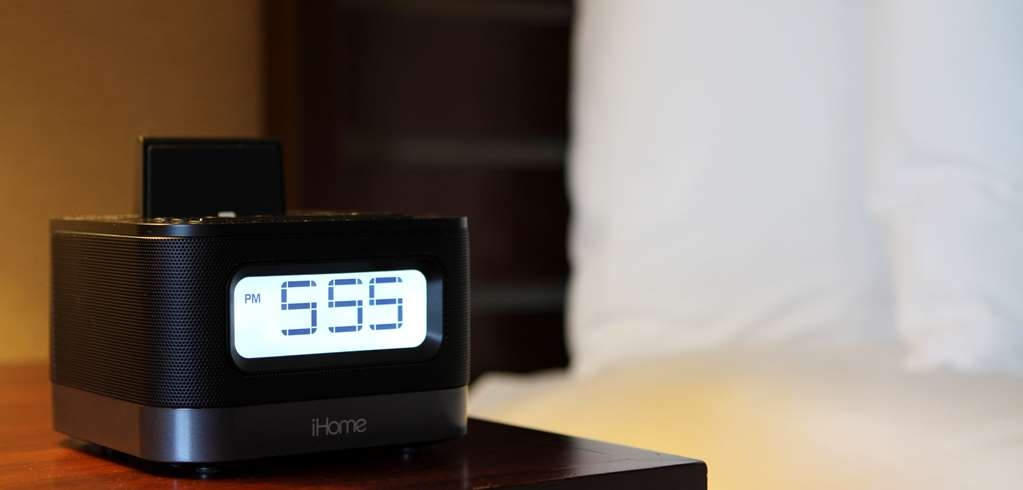 Best Western Plus Bayside Hotel - All rooms are equipped with the latest iHome radio alarm clocks.