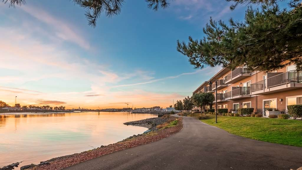 Best Western Plus Bayside Hotel - Our picturesque water view is even more beautiful around sunset.