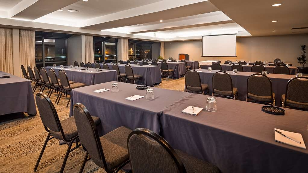 Best Western Plus Bayside Hotel - This is a perfect room for a meeting of 2 to 200 people. Depending on the set-up, this beautiful meeting space has a bank of windows that look out onto the Embarcadero Estuary.