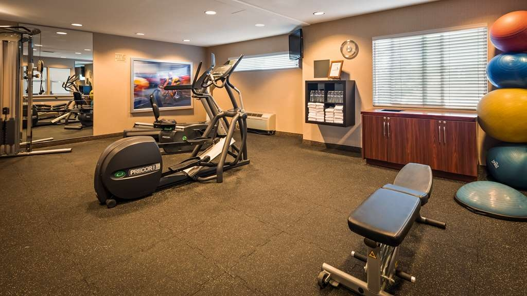 Best Western Plus Bayside Hotel - Fit a workout into your busy day during your stay with the convenience of our 24-hour fitness center.