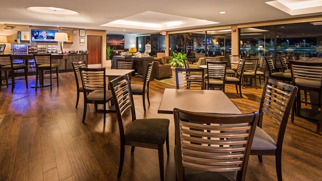 Best Western Plus Bayside Hotel - Rise and shine with a complimentary breakfast every morning.