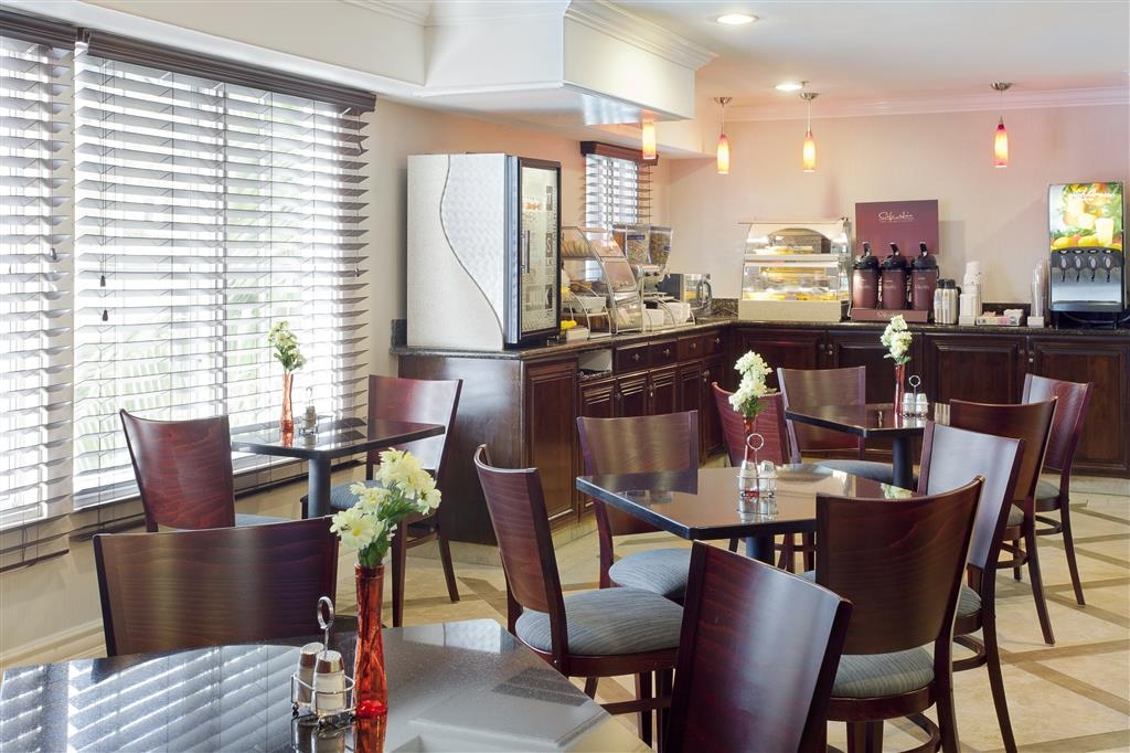 Best Western Plus Marina Shores Hotel - Complimentary hot breakfast buffet every morning!