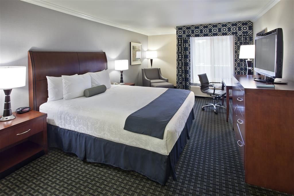 Best Western Plus Marina Shores Hotel - Standard King Bed Guest Room