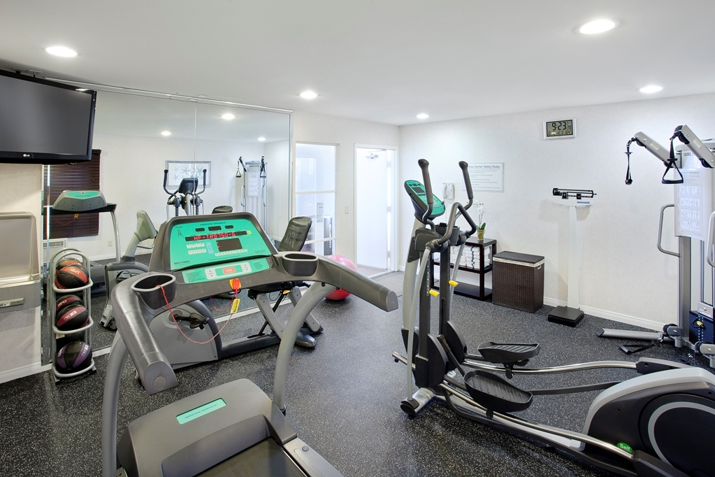 Best Western Plus Marina Shores Hotel - Fit a workout into your busy day during your stay with the convenience of our 24-hour fitness center.