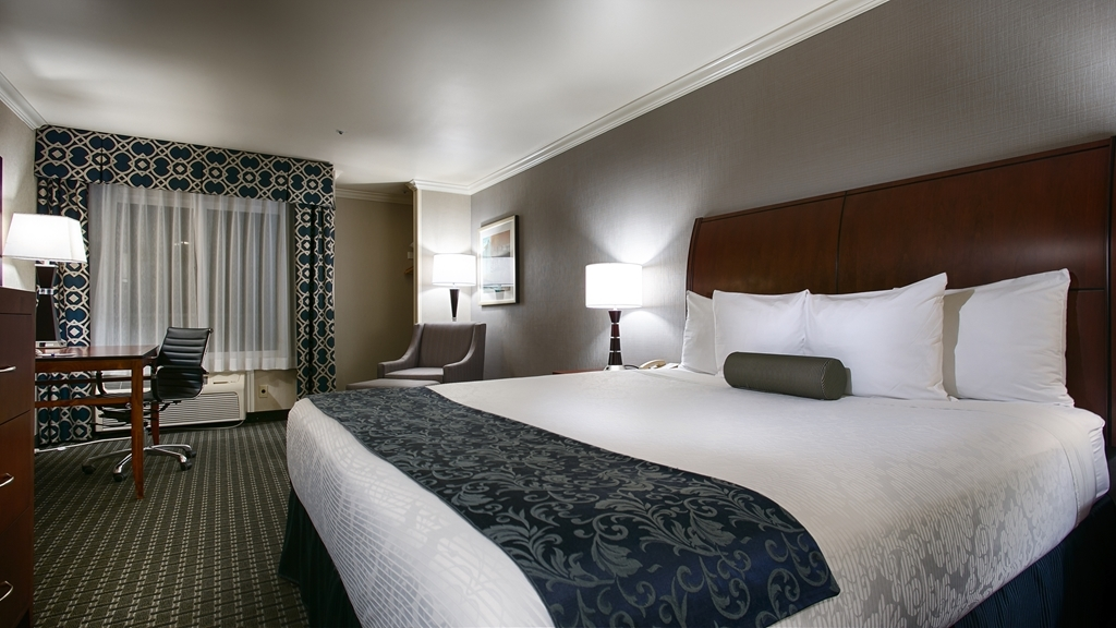 Best Western Plus Marina Shores Hotel - Stretch out and relax in the king guest room.