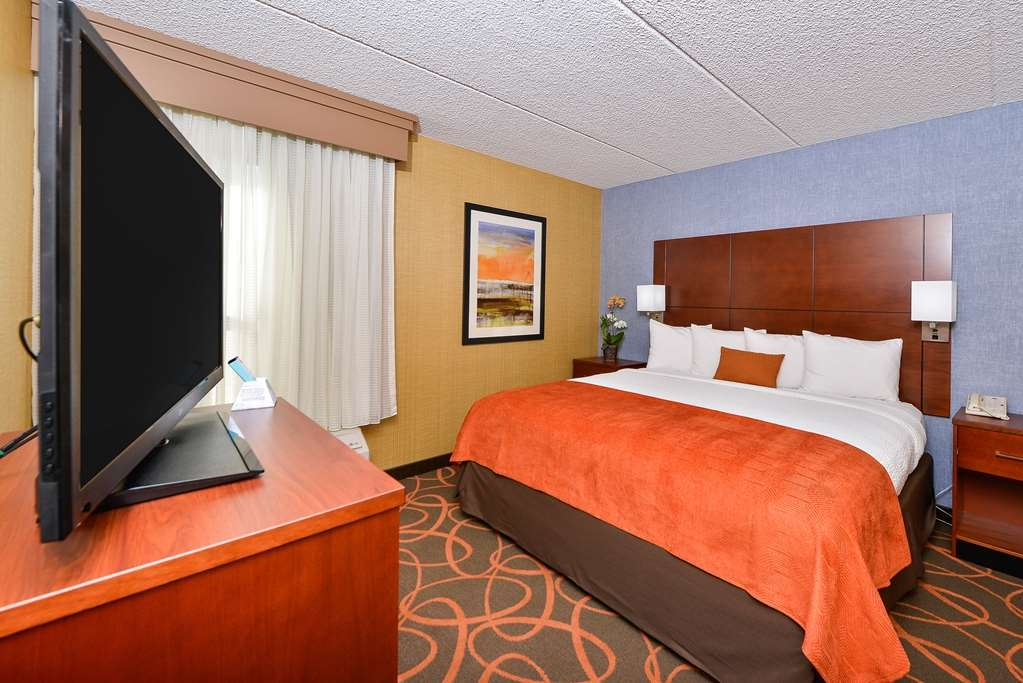 Best Western Plus Fresno Airport Hotel - Enjoy a good night's rest in our king ADA mobility accessible guest rooms.