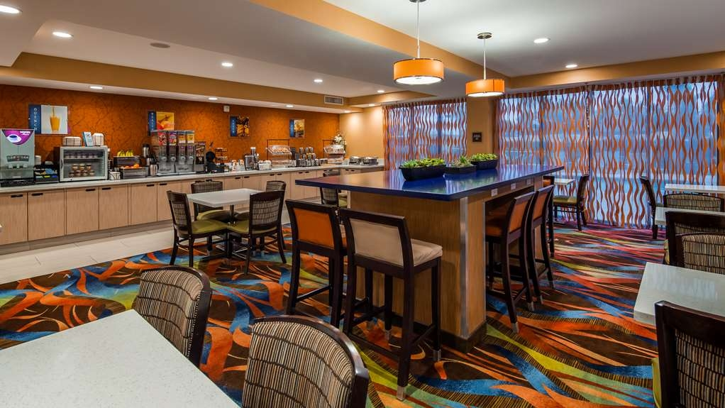 Best Western Plus Fresno Airport Hotel - Breakfast Area
