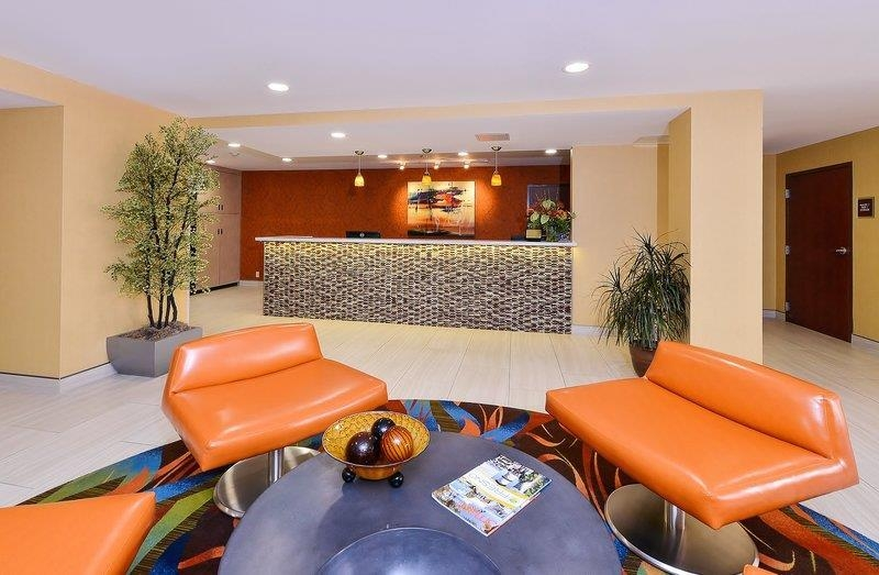 Best Western Plus Fresno Airport Hotel - Our lobby is a great place to meet up with friends.